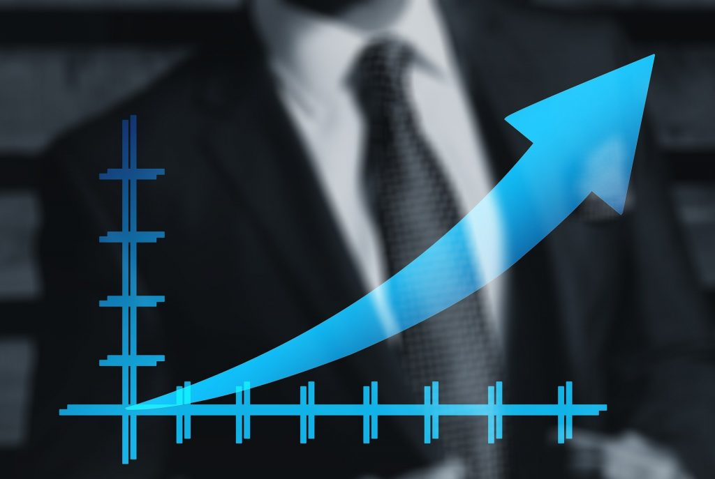 Graph with arrow increasing effectiveness. Tips from Global marketing experts.